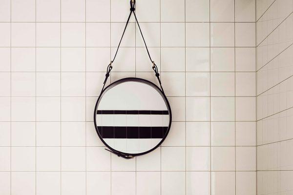 Gubi – Wandspiegel Adnet